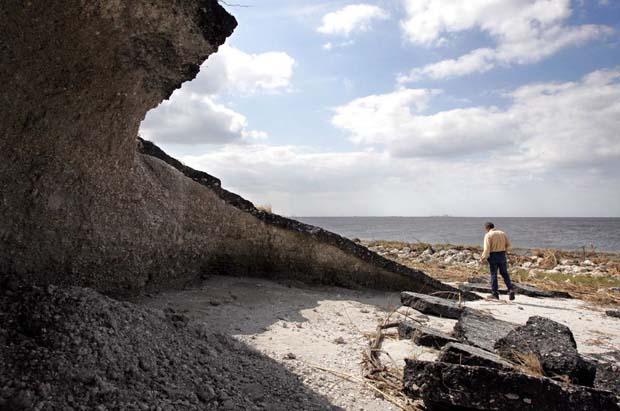Scary erosion of Lake Okeechobee's dirt dike. Palm Beach Post photo.