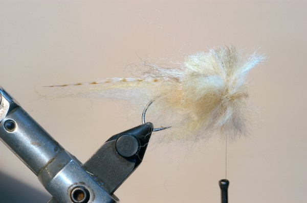 11.) Take a little of the sculpin wool mix used for the sides and dub a little to the thread. This is to really secure the disc I position.