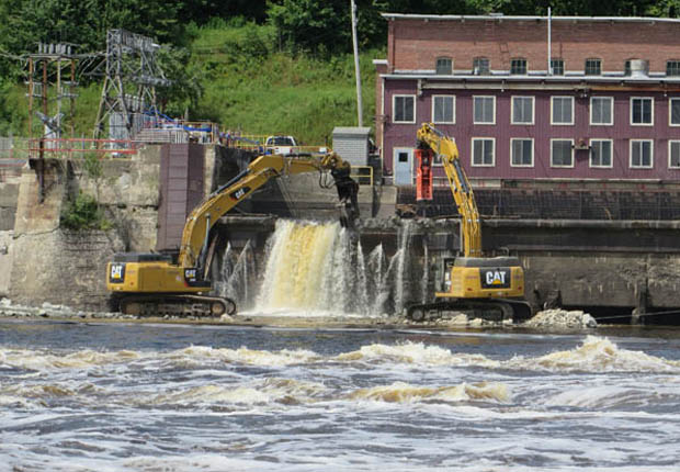 Small hydropower dams (often defined as below 30 MW) are frequently presumed to be low impact. However, this dam, Veazie, on the Penobscot River, had a capacity of 8.4 MW and was a major barrier to migration for the most important population of Atlantic salmon in the US. It was removed in 2013. Photo: ©Misty Edgecomb/TNC.
