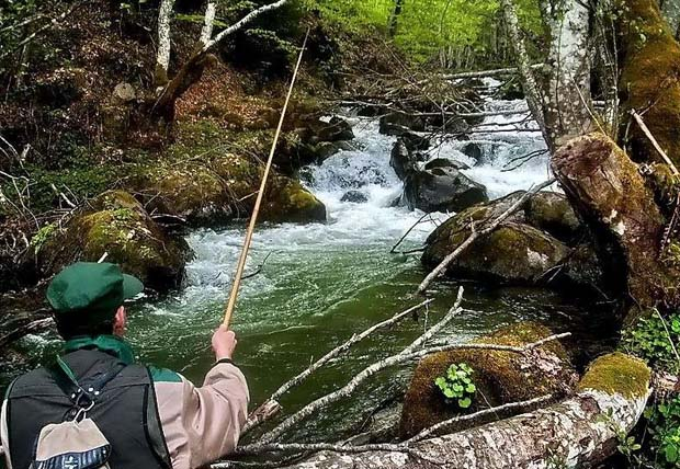 The art of Tenkara. A thousand year old art of fly fishing gets a new life in western U. S. states. It's easy to learn how to, and it's inexpensive. It's a great way to fish for crappie and bass.