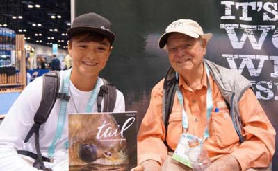 Lefty Kreh at the 2016 ICAST with a devotee of Tail Magazine. Image credit flyfishbonehead.com.